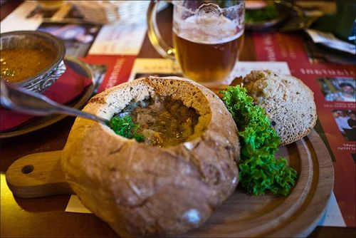 Поливка - картофельный суп в хлебной булке