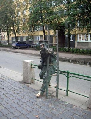 Памятник фонарщику в Санкт-Петербурге.