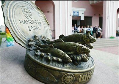 Памятник шпротам. Мамоново (Калининградская область)